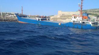 Karaya oturan gemi kurtarılıyor