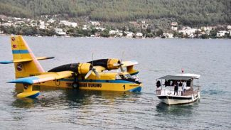 Yangın söndürme uçağını balıkçılar kurtardı