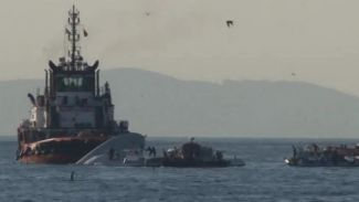 Sahil Güvenlik ile çatışan gemi mürettebatı tutuklandı