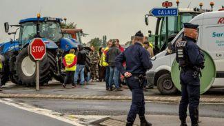 Mülteci kampının kapatılması için Calais'de protesto