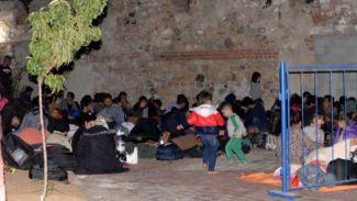 İtalya'ya kaçmayı planlayan 160 kaçağı jandarma yakaladı