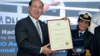 """Kadın Kaptan """"IMO Denizde Olağanüstü Cesaret Ödülü"""" sahibi oldu"""