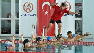 "Ankara'da ""İtfaiyeci Yüzme Bilir"" projesi hayata geçirildi"