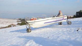 Tekneyle kar üzerinde sürüş denemesi