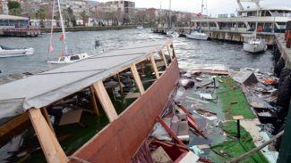 Kafe olarak kullanılan tekne Kocaeli'nde battı
