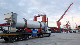200 tonluk asfalt plenti Senagal'e doğru yola çıkıyor