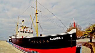 Alemdar ve ilk deniz şehidi için tören düzenlendi