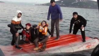 Çeşme'de tekne battı: 2'si Türk 12 sığınmacı kurtarıldı