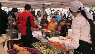 STG'den 1.500 öğrenciye balık-ekmek ziyafeti