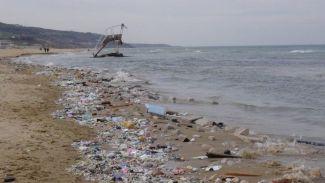 Kilyos Plajı'na atılan atıklar kirliliğe neden oldu!