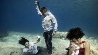 Kadına yönelik şiddete su altında ayna tuttu