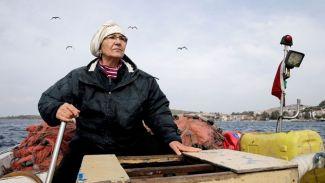 Balıkçı kadınlar 30 yıldan beri aynı teknede avlanıyor