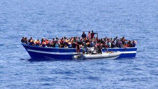 Libya açıklarında iki göçmen teknesi battı