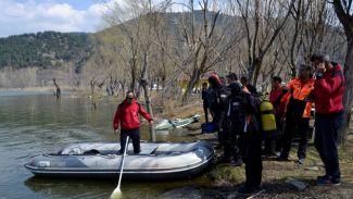 İzmir'de alabora olan kayıktaki 1 kişi hayatını kaybetti