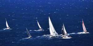 İzmir Körfezi'nde yelkenler fora
