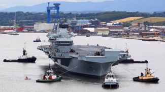 HMS Queen Elizabeth denizle buluştu