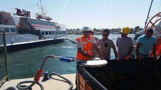 Teos Marina'da denizde yakıt temizleme tatbikatı yapıldı