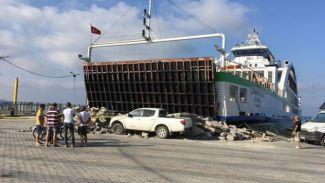 Çanakkale isimli feribot iskeleye çarptı