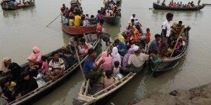 Müslümanları taşıyan tekne battı: 12 ölü