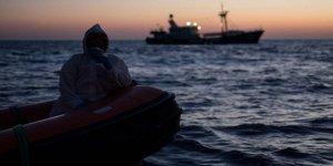 Kaçak göçmen teknesine gemi çarptı: 8 ölü