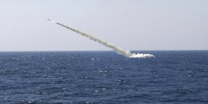 Rus denizaltı Velikiy Novgorod Deyrizor'u vurdu