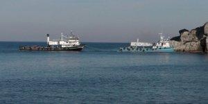 Amasra'da sürüklenen balıkçı gemisi karaya oturdu