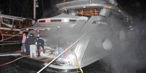 Marmaris'te 6 milyon avroluk yat az daha yanıyordu