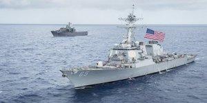 Pasifik'te USS Benfold destroyerine römorkör çarptı