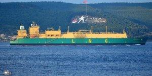 Dev LNG tankeri Boğaz'ı trafiğe kapattı