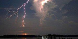 Maracaibo Gölü'ne bir yılda 100 bin yıldırım