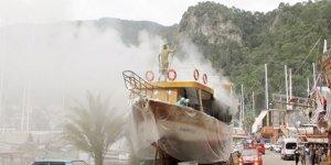 Tersanede kışlık bakıma alınan tekne yandı