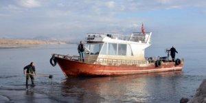 Kum yüzünden balıkçı tekneleri limana yanaşamıyor