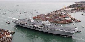 HMS Queen Elizabeth uçak gemisi su alıyor