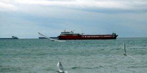 Marmara Denizi'nde poyraz gemilere geçit vermedi
