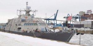 Montreal limanı buz tutu, savaş gemisi mahsur kaldı