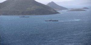 Savaş gemilerimiz Kardak'tan ayrılmıyor