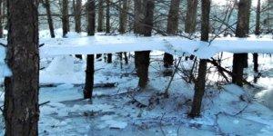 Soğuktan donan göl havada asılı kaldı