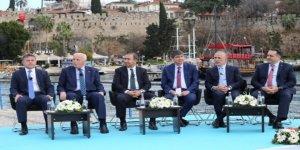 """""""Türk Denizciliği'ne Bakış""""paneli yapıldı"""