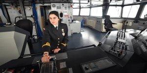 Doğu Akdeniz'in ortasında bir kadın subay