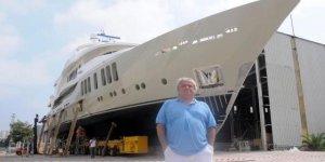 Lüks tekneye, kızı Mina'nın adını vermişti