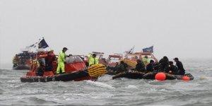 Kayalıklara çarpan feribottaki 192 kişi kurtarıldı