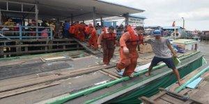 Endonezya'da gemide yangın: 2 ölü