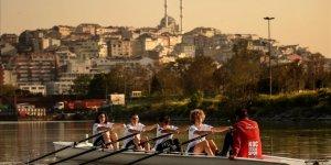Vira Spor Kulübü Haliç'te küreklere asıldı