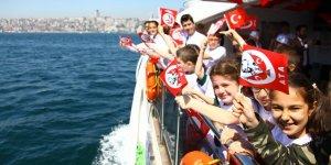 23 Nisan'da İstanbul Boğazı neşeyle doldu