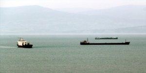 Gemiler fırtınadan Sinop Limanı'na sığındı