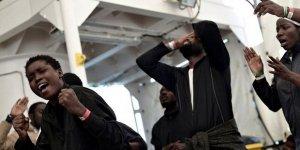 Krize neden olan göçmen gemisi İspanya'ya ulaştı