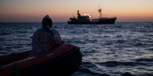 Tunus içinde göçmen olan gemiye izin vermedi