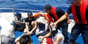 Sürüklenen teknedeki kaçakları, SGK kurtardı