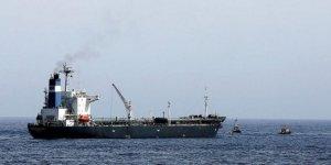 Babu'l Mendeb Boğazı'nda petrol transferi durduruldu