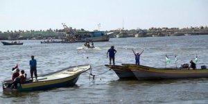 Gazze'de 15 millik avlanma mesafesi uygulamada